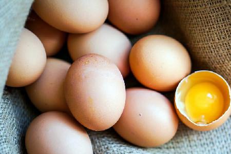 最近鸡蛋为何涨价这么厉害?这背后的原因是什么.jpg